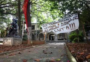 Alunos adiam desocupação da Escola Estadual Fernão Dias Paes, na Zona Oeste de SP Foto: Marcos Alves / Agência O Globo