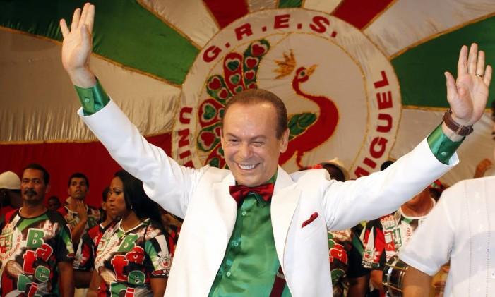 O ator José Wilker caracterizado de Giovanni Improtta em quadra durante o carnaval Foto: Fabio Rossi / Agência O Globo