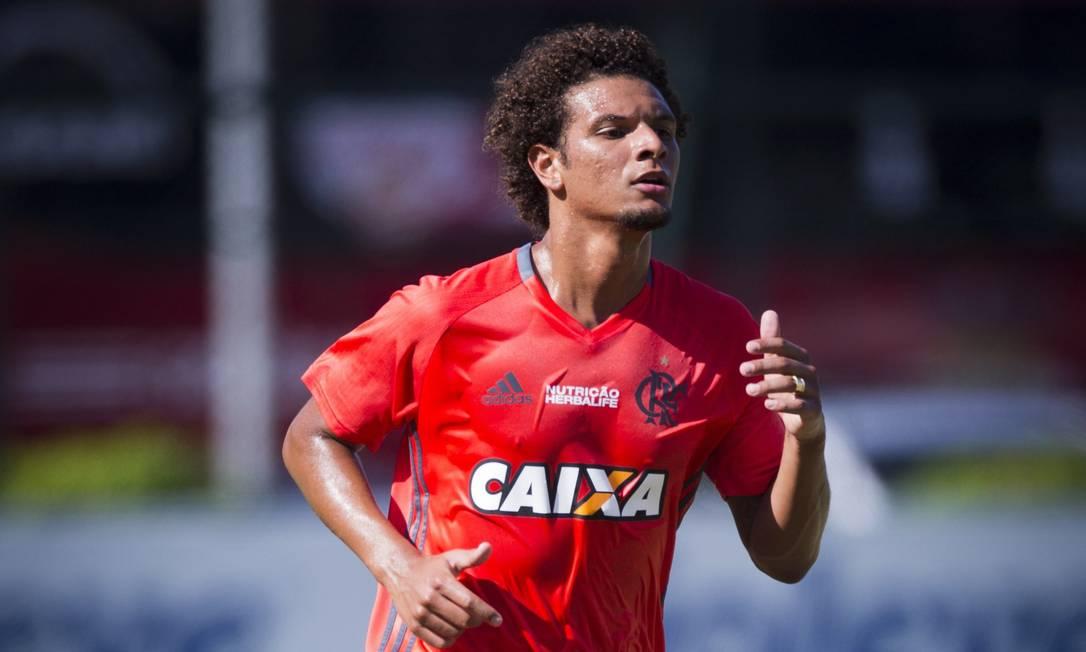 Ex-Botafogo, Willian Arão é uma das caras novas no Flamengo Guito Moreto