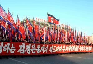 Discurso de Kim é apoiado por multidão sincronizada em Pyongyang Foto: KNS / AFP