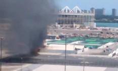 Incêndio atingiu a parte externa do Centro Olímpico de Tênis Foto: Reprodução/Twitter