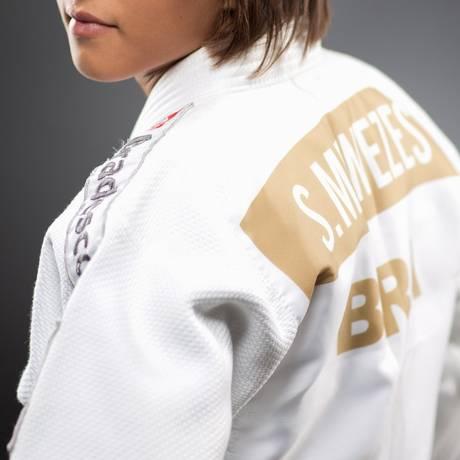 Quimono dourado. A judoca Sarah Menezes está concentrada com a seleção brasileiro em Pindamonhangaba (SP) Foto: Marcio Bruno/Divulgação