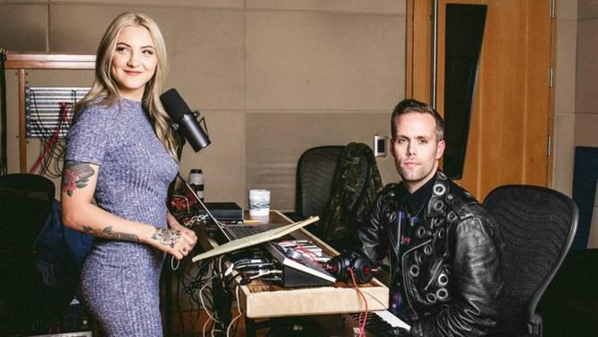 Julia Michaels e Justin Tranter: queridinhos dos astros pop Foto: Elizabeth Weinberg/The New York Times