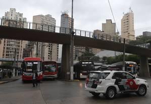 Manifestantes fecharam terminais de ônibus na capital paulista na última segunda-feira Foto: Pedro Kirilos / Agência O Globo