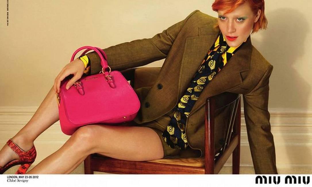 A atriz Chloë Sevigny encarnou Ziggy Stardust na campanha da Miu Miu outono-inverno 2012/2013. As fotos são de Mert Alas e Marcus Piggott Divulgação