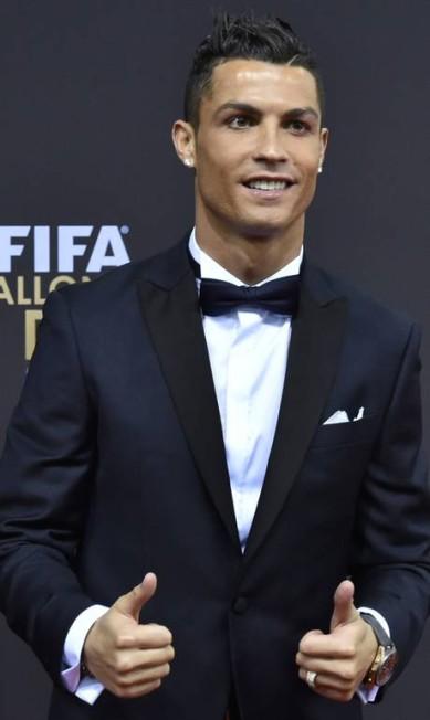 O português Cristiano Ronaldo, do Real Madrid, investiu em cortes clássicos MICHAEL BUHOLZER / AFP