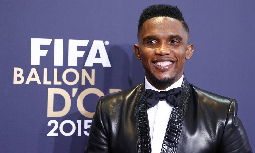O camaronês Eto'o, do time da Turquia Antalyaspor, veio com uma jaqueta preta nada básica ARND WIEGMANN / REUTERS