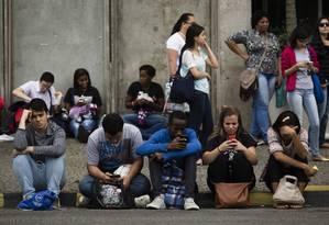 Alunos na Uerj na edição de 2015 do Enem Foto: Fernando Lemos / Agência O Globo