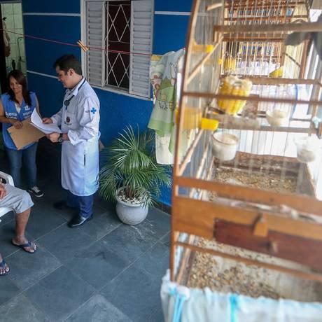 Médico visita paciente em São Paulo Foto: Pedro Kirilos/08-01-2015 / Agência O Globo