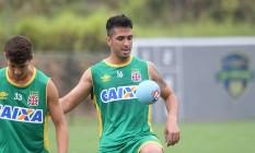 Luan domina a bola no primeiro treino do Vasco em Pinheiral Foto: Divulgação