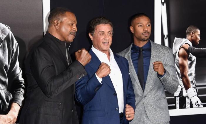 Ryan Coogler, Sylvester Stallone e Michael B. Jordan em pré-estreia de 'Creed' Foto: JASON MERRITT / AFP