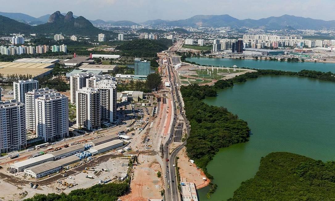 O entorno viário do Parque Olímpico. Ao fundo, é possível ver o Parque dos Atletas Divulgação/Prefeitura do Rio