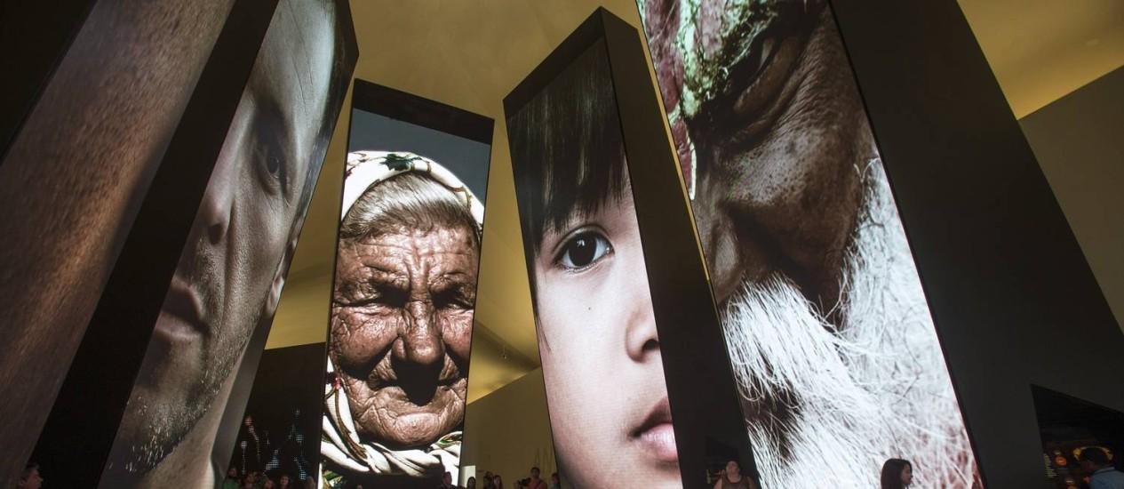 A exposição sobre o Antropoceno no Museu do Amanhã traz a exibição de imagens e dados sobre a ação humana na Terra Foto: Alexandre Cassiano