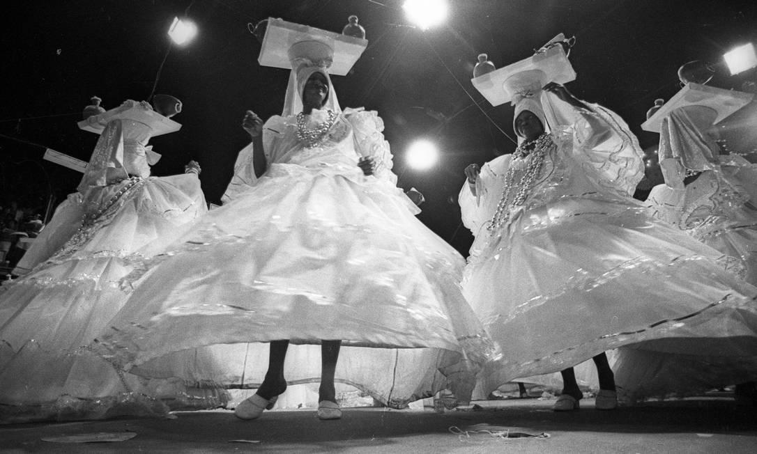 As baianas foram tão tradicionais quanto a Portela, com tabuleiro, turbante e colares Agência O Globo