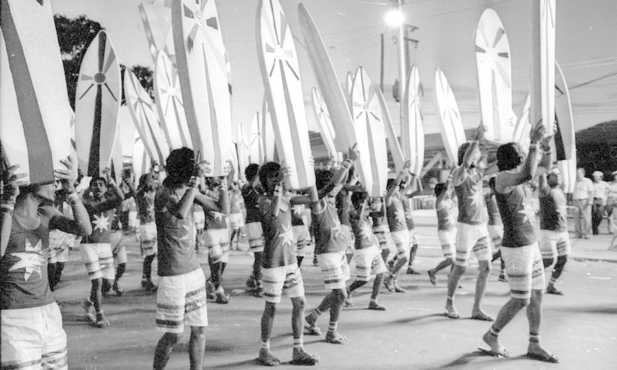 Ala representou o surfe com prancha de isopor, diversão de domingo Foto: Paulo Moreira / Agência O Globo