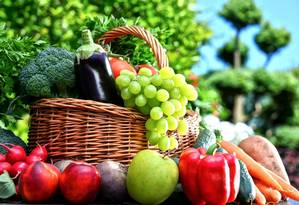 Vegetais, frutas, aveia e feijão são algumas das importantes fontes de fibra Foto: Fotolia