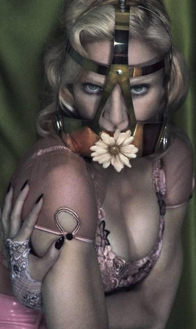Madonna, em 2014, em versão fetichista Mert Alas & Marcus Piggott