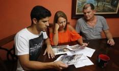 A família Eccard Carvalho foi surpreendida com a notícia de que não havia nenhuma reserva no prédio Foto: Domingos Peixoto / Domingos peixoto