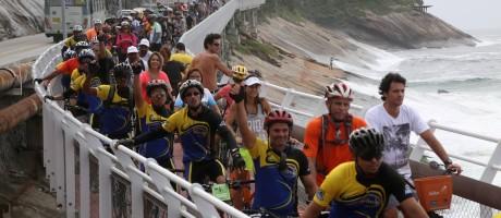 Prefeito Eduardo Paes e secretários inauguram a ciclovia Tim Maia que liga o Leblon a São Conrado pela Avenida Niemeyer Foto: Custódio Coimbra / Agência O Globo