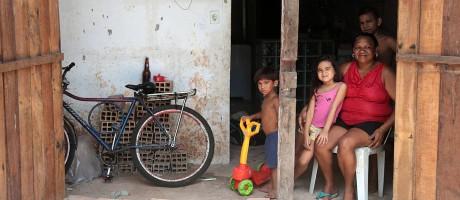 Família de Veida Maria Monteiro, moradora da localidade de Jurunas, em Belém, no Pará Foto: Jorge William/Agência O Globo
