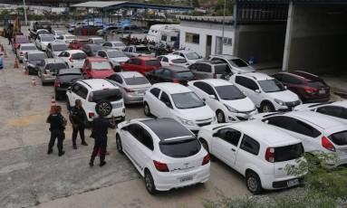 Batalhão de Irajá faz operação e encontra carros roubados no Complexo do Chapadão Foto: Domingos Peixoto ( 14/01/2016) / Agência O Globo