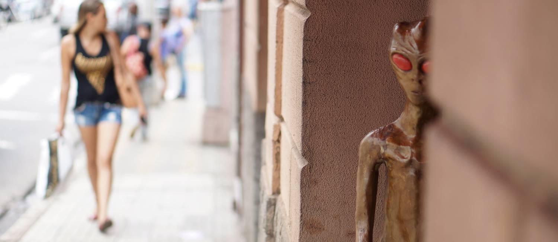 Varginha tem miniaturas de ETs pela cidade Foto: Elcio Braga / Agência O Globo