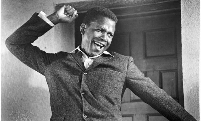 """Talento. Sidney Poitier em """"Uma voz nas sombras"""", dirigido por Ralph Nelson: Oscar de melhor ator em 1964 Foto: Reprodução"""