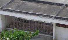 Portão do estádio foi arrombado por invasor Foto: Foto do leitor Alexandre Lamego / Eu-Repórter