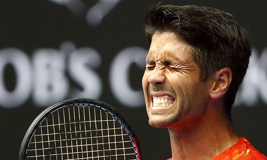 O espanhol Fernando Verdasco lamenta um ponto perdido. Mas no fim ele sorriu ao derrotar Rafael Nadal THOMAS PETER / REUTERS