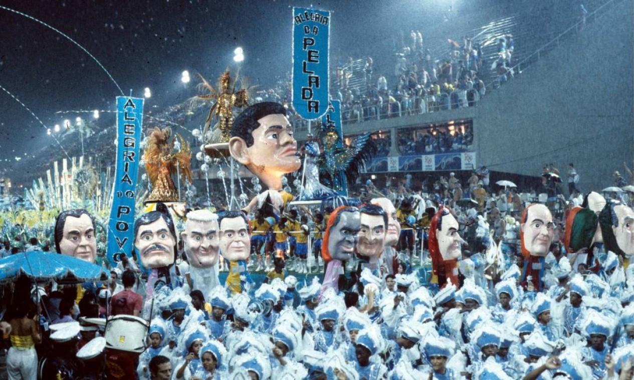 A escultura de Garrincha, a alegria do povo Foto: Otávio Magalhães / Agência O Globo