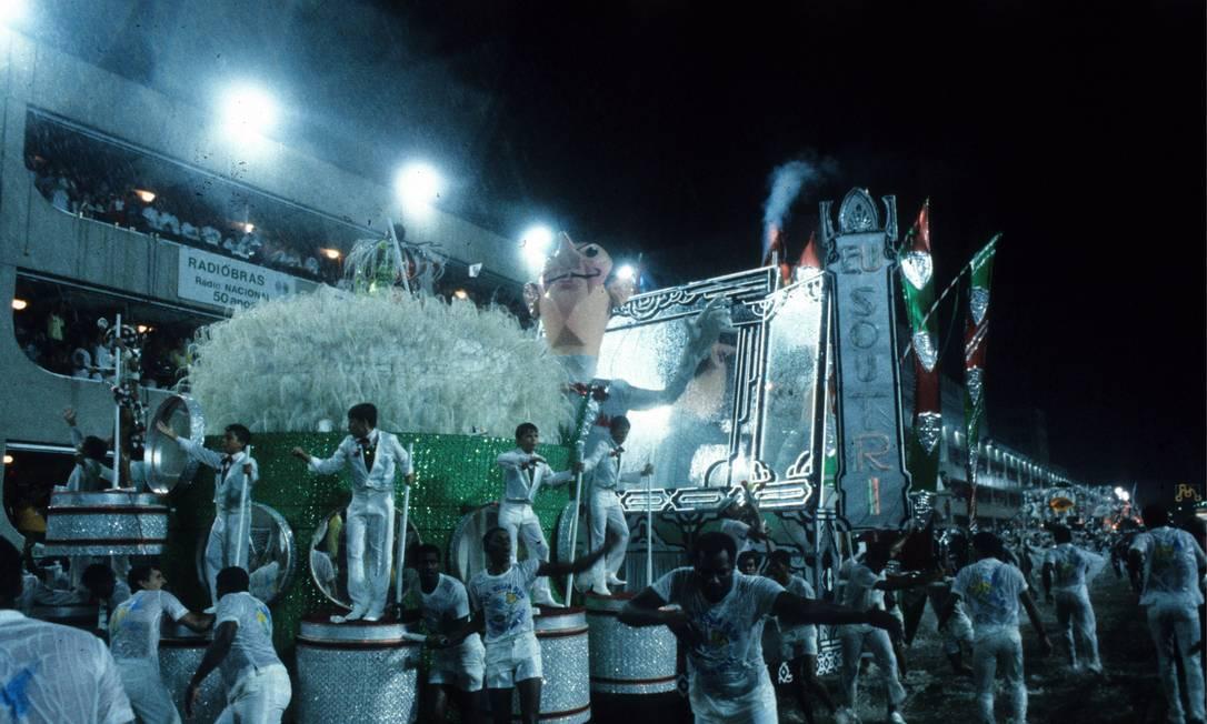 O pó de arroz tricolor não podia faltar Otávio Magalhães / Agência O Globo