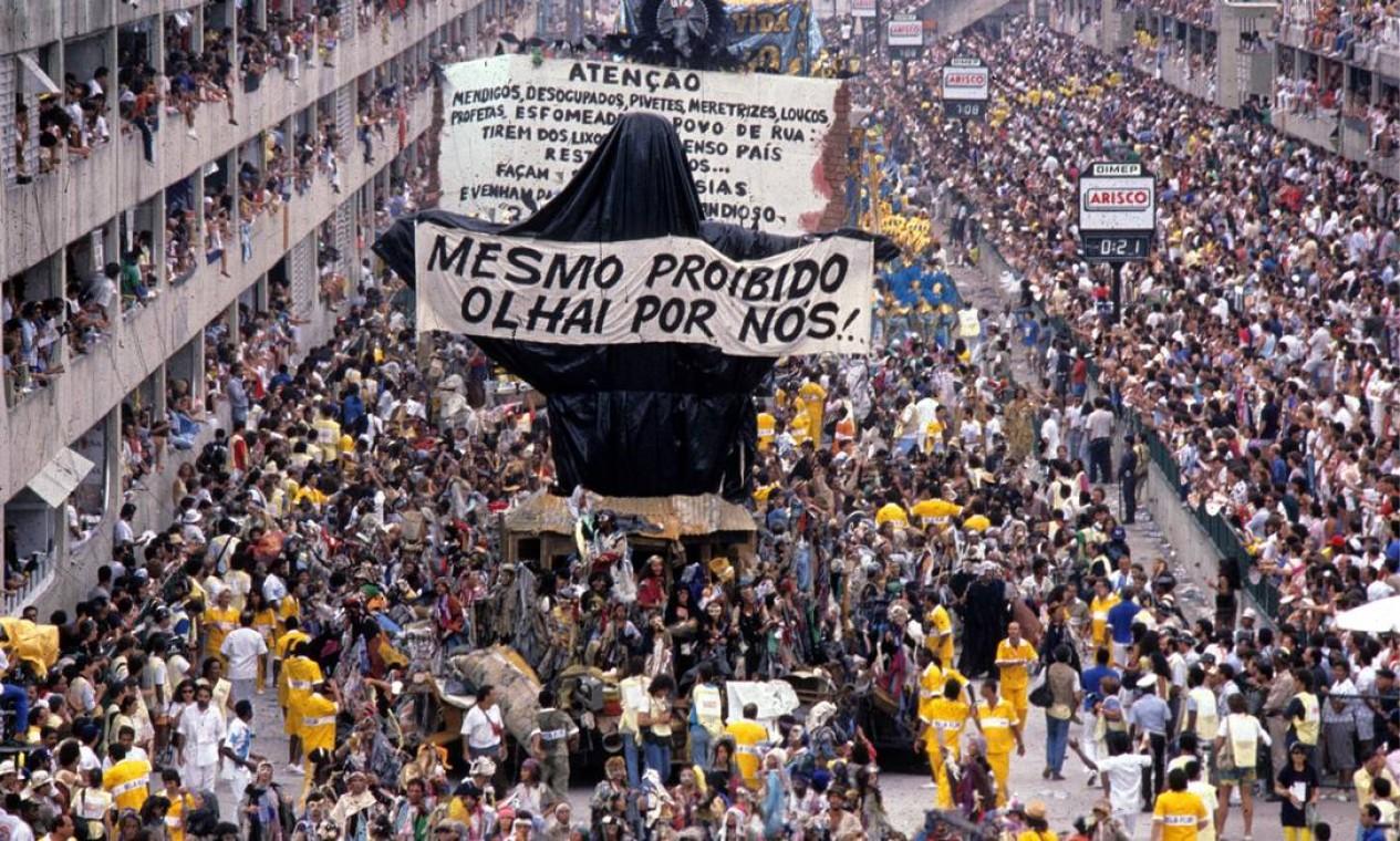 Nunca houve um abre-alas como o Cristo Mendigo Foto: Ricardo Leoni / Agência O Globo