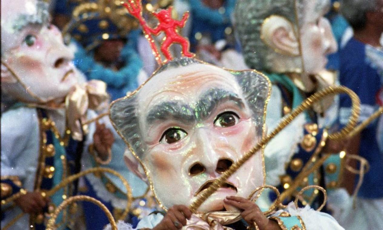 O desfile teve muitas máscaras, como nos bailes antigos Foto: Julio Cesar Guimarães / Agência O Globo