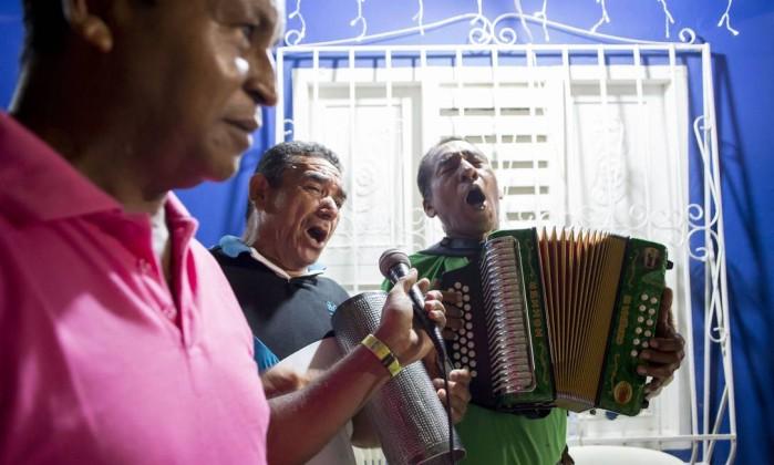 Mexican Videos Music El Hombre De Negro Karaoke