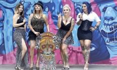 Luiza Fortes (à esquerda), Helida Yama, Barbara Alt e Suliée Pepper fazem parte do cenário carioca da tatuagem Foto: fábio rossi