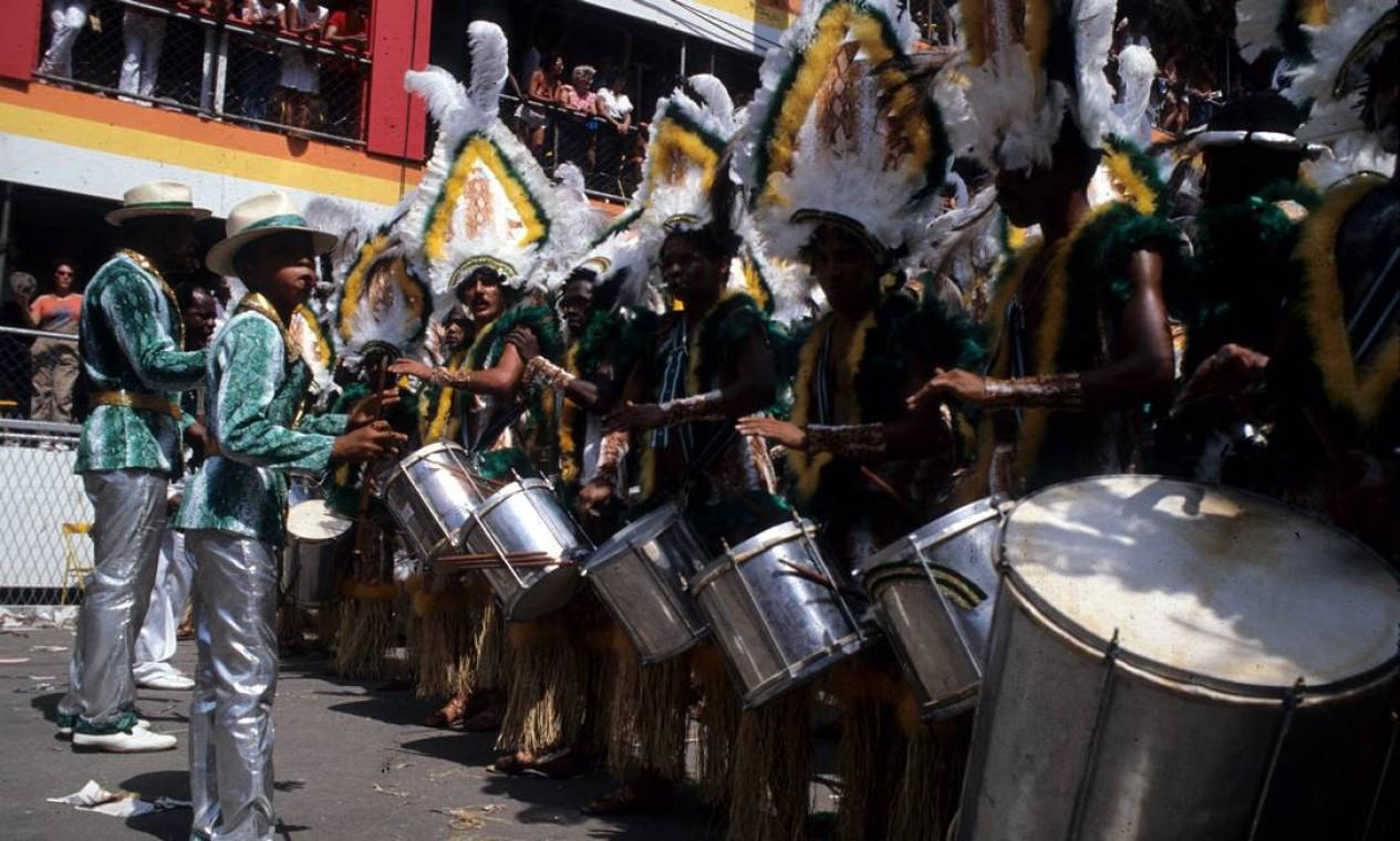 Os ritmistas da verde e branco Foto: Luiz Pinto / Agência O Globo