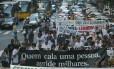 Jornalistas fazem passeata contra a violência e em memória a Tim Lopes, assassinado numa favela do Rio em 2002