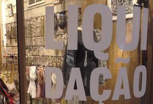 Varejo apela a promoções para tentar atrair consumidores em meio à recessão da economia Foto: Gustavo Stephan/Agência O Globo