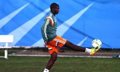 Marlon domina a bola no treino do Flu na Flórida Foto: . / Nelson Perez