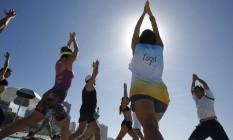 A aula de ioga foi dada pela professora Romina Pey Foto: Luiz Ackermann / Agência O Globo