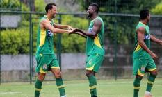 Nenê e Riascos fizeram os gols do Vasco no jogo-treino contra o Bangu Foto: Divulgação/Vasco