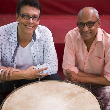 O cantor Augusto Martins e o violonista Claudio Jorge, que lançam o CD 'Ismael Silva: uma escola de samba' Foto: Augusto Martins