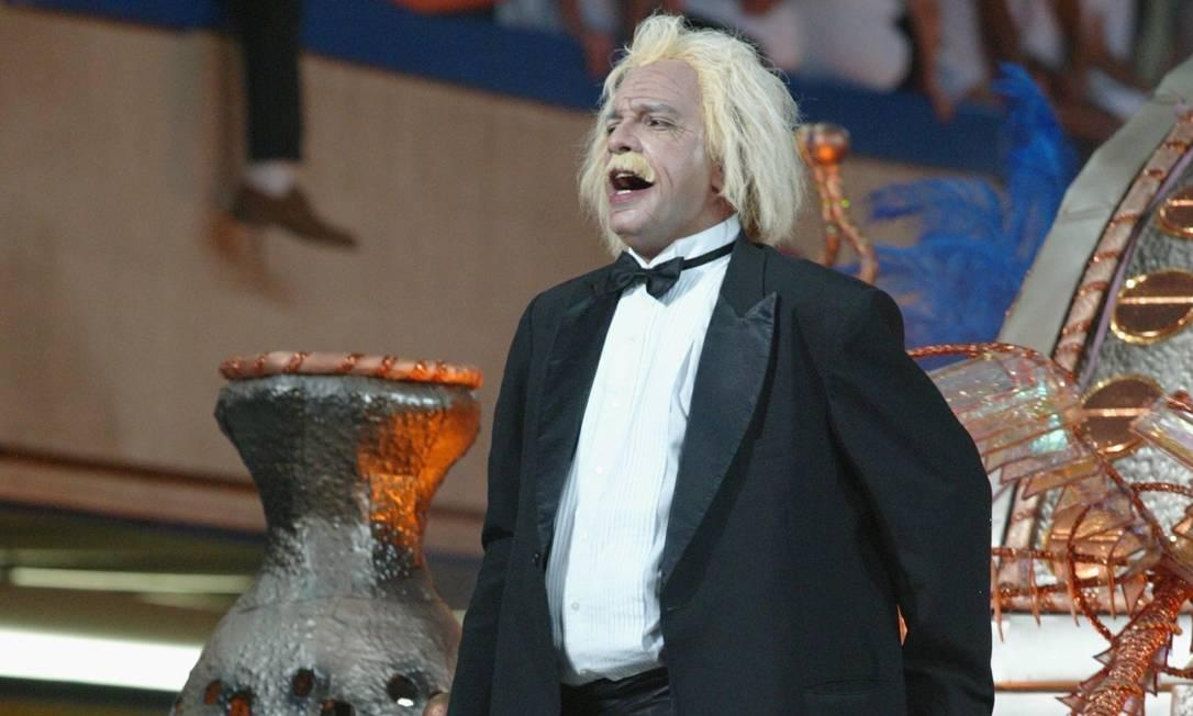 Num enredo sobre a ciência, Albert Einstein foi destaque no abre-alas Marizilda Cruppe / Agência O Globo