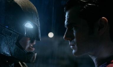 """Ben Affleck e Henry Cavill em cena de """"Batman vs Superman"""" Foto: Reprodução/Independent"""