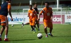 Fred domina a bola em treino do Fluminense nas Laranjeiras Foto: Divulgação