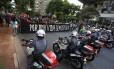 Polícia e manifestantes frente a frente em ato contra o aumento das tarifas em São Paulo