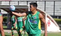 Julio dos Santos durante exercício com bola em São Januário Foto: Divulgação Vasco