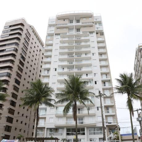 O condomínio no Guarujá que está sendo investigado pela Operação Lava-Jato Foto: Marcos Alves / Agência O Globo / 27-1-2016