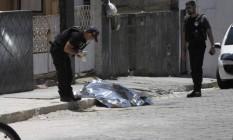 Homicidio na Rua Ribeiro, no Barreto Foto: Jorge Casagrande / Agência O Globo