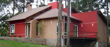 Casa utiliza placas de poliestireno expandido nas paredes internas e externas Foto: Divulgação